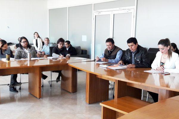 Los integrantes de la Comisión de Contraloría, Transparencia Municipal y Acceso a la Información Pública, durante la sesión de trabajo que celebraron ayer.