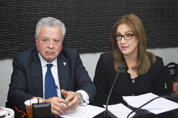 La presidenta del DIF Torreón, Astrid Casale de Zermeño, acompañó a Jorge Zermeño Infante durante el programa 'En Equipo con el Alcalde' transmitido ayer.