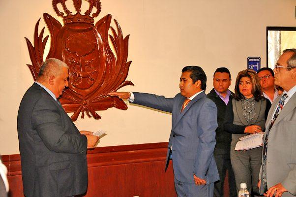 Édgar Acosta Jasso rindió protesta como nuevo regidor.