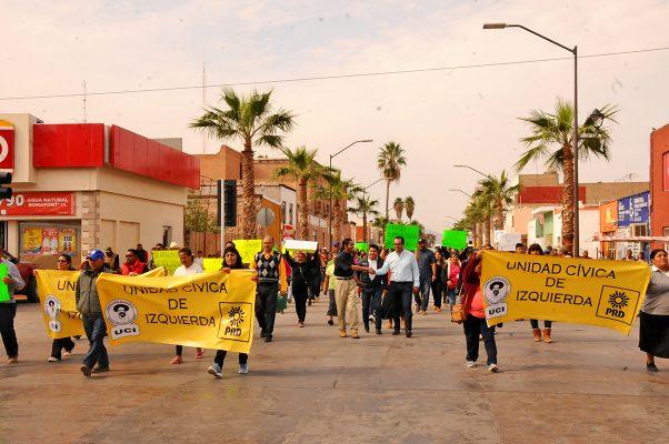 Para exigir un buen servicio de Sideapa y la renuncia de Adelmo Ruvalcaba Nieto, los colonos inconformes realizaron una manifestación.