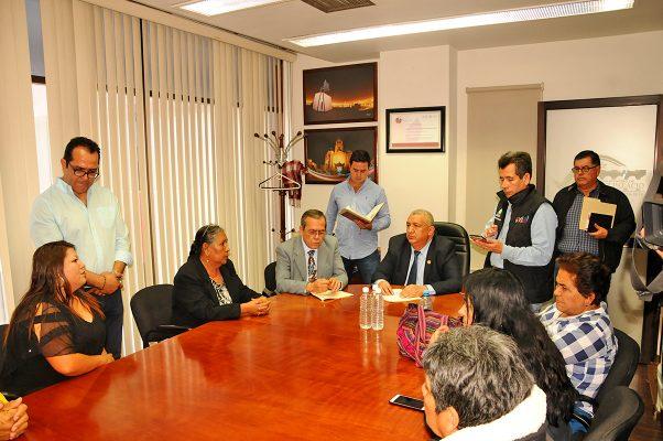 El alcalde, José Lorenzo Natera, atendió a los colonos inconformes en su despacho.