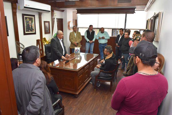 Locatarios despejan dudas ante el alcalde