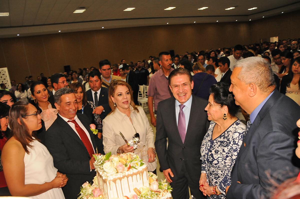 El gobernador, José Aispuro Torres, encabezó EL programa 'Una Boda para Todos', ayer en la Expo Feria.
