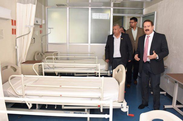 Entrega alcalde camas nuevas para la clínica del ISSSTE GP
