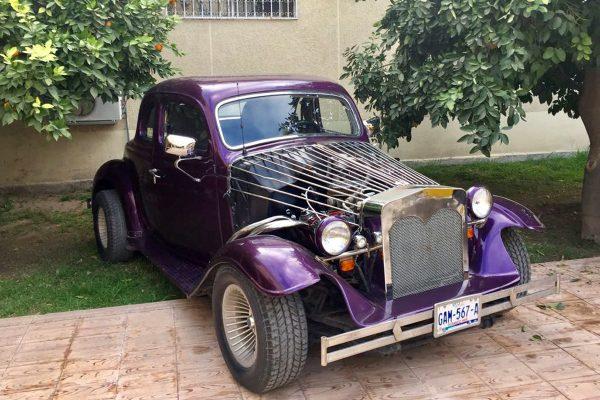 Reaviva su afán por los autos antiguos
