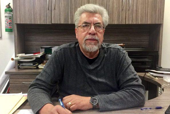 Juan José Ramírez Ortiz, un apasionado de los autos antiguos.