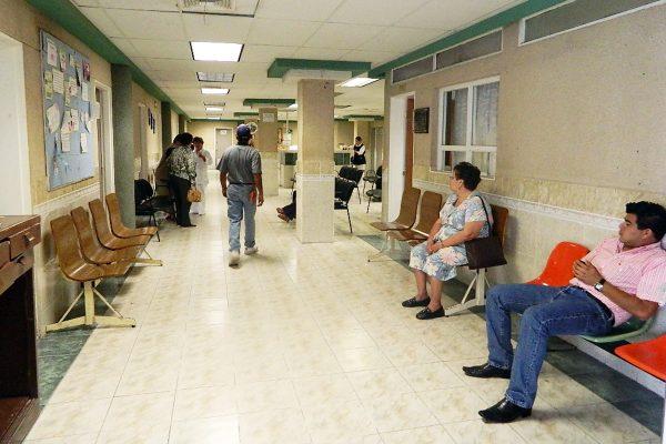 El Hospital Universitario está endeudado, por lo que se apoya a la gente que ahí acude.