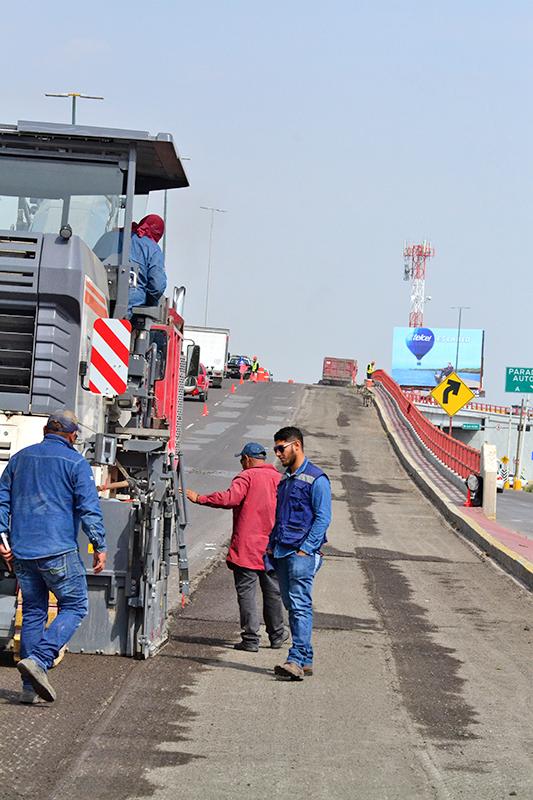 Con alta tecnología se sustituye la carpeta asfáltica en Torreón.