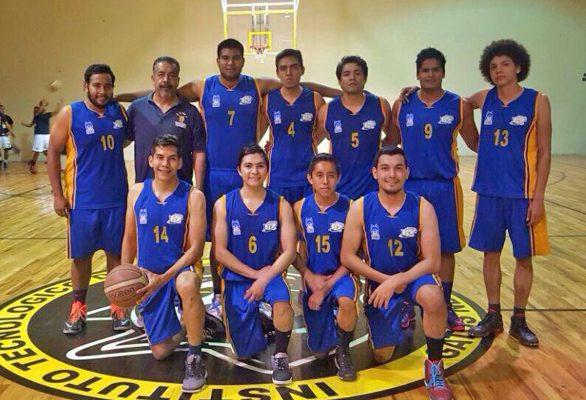 El representativo de basquetbol varonil de la UAC Unidad Torreón, es dirigido por Salvador Flores.