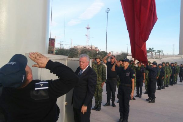 Con acto cívico celebran el inicio del Mes de la Bandera