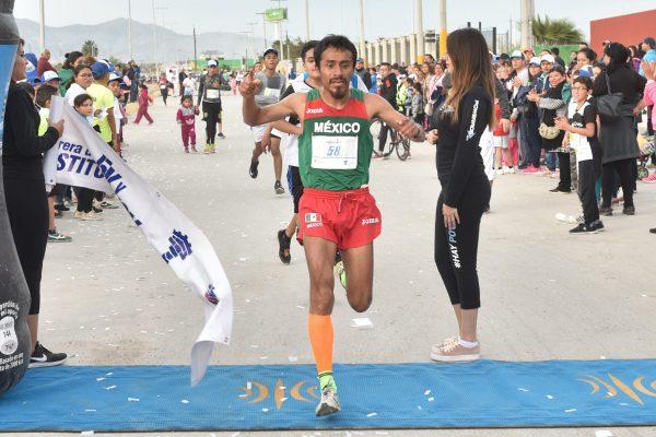 Más de dos mil atletas en la tradicional Carrera de la Constitución