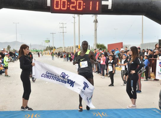 En la prueba de 5 kilómetros Kenia se llevó los honores, en la varonil Wilfred Myatoho, de Kenia con 15:12.