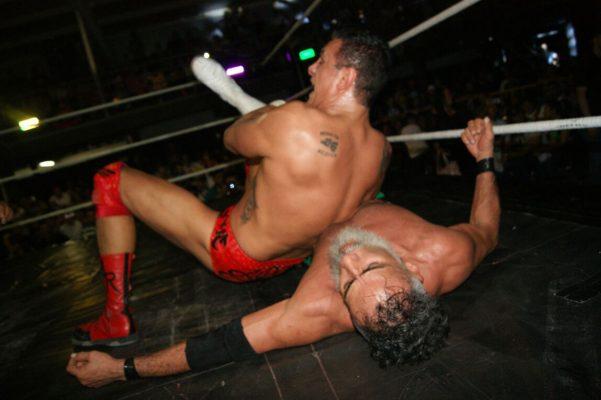 El exluchador de la WWE sometió en varias ocasiones al lagunero.