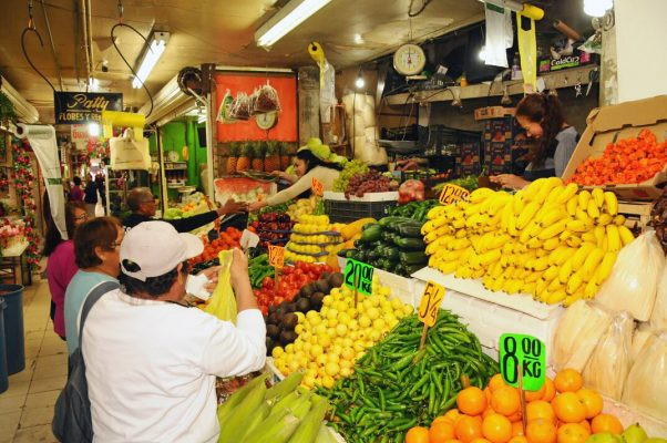 Efectos de la inflación reducen las compras de la canasta básica