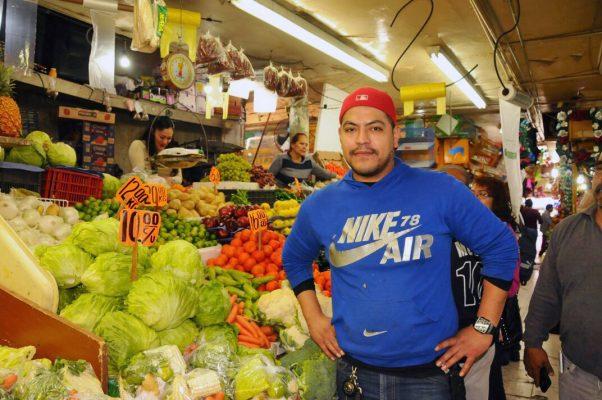 Víctor Torres, locatario del mercado Ramón Valdez.