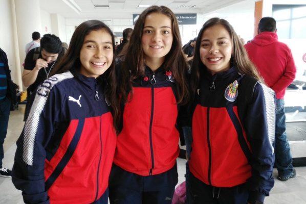 Chivas Femenil a su llegada a la Comarca.