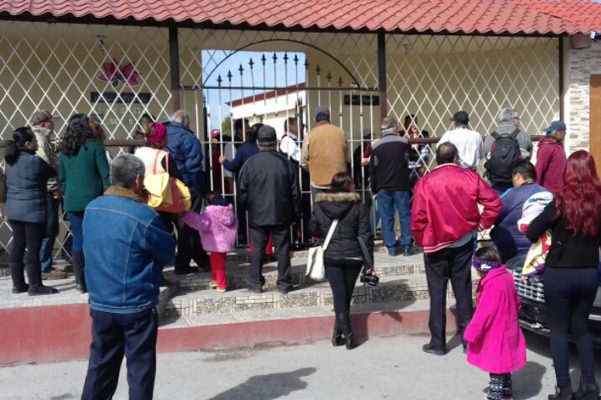 Militantes de Morena que se quedaron fuera.