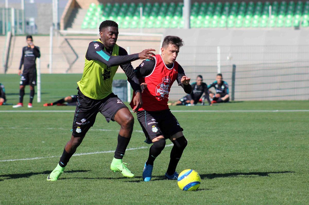 Triplete de Tavares en el 5-1 de Santos a León