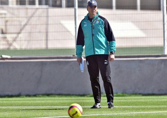 El técnico uruguayo espera la mejor versión de Ronaldo Cisneros.