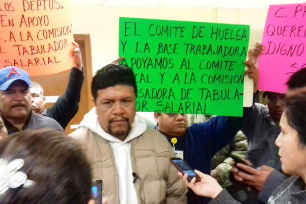 Burócratas de Monclova esperan acuerdo en revisión laboral