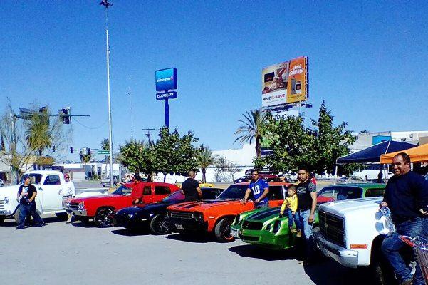 Otro club que participó fue el Classic Car Laguna con bonitas unidades automotrices.