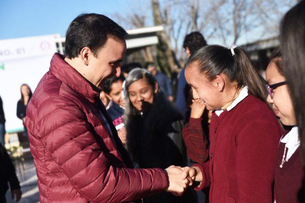 Anuncia Manolo Jiménez programa de becas en Saltillo