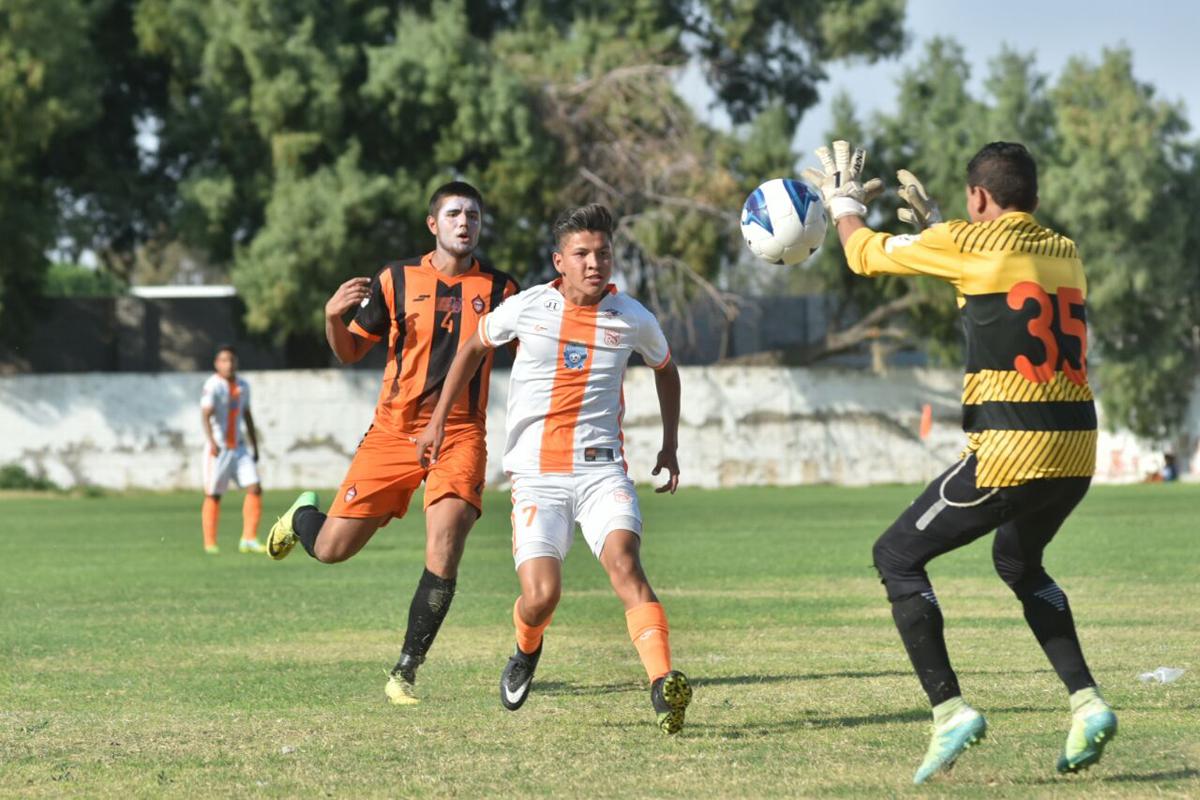 Club Calor y Constructores de GP empataron 0-0 en un duelo lagunero que se dio en la fecha 7 de la Segunda División Premier.