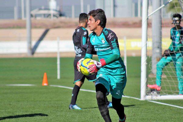 Carlos Acevedo, de destacada actuación en el partido contra Chivas.
