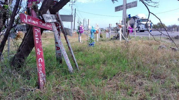 Las 63 cruces marcan el ingreso a lo que fue el Complejo Minero Pasta de Conchos.