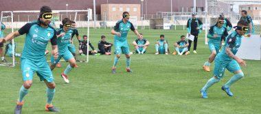 Santos disputó un partido de futbol para ciegos