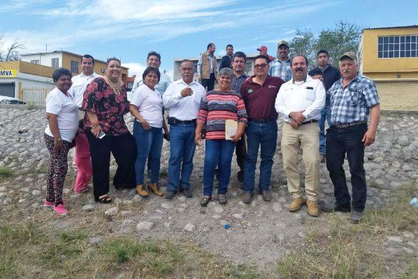 Representantes municipales acompañan al director de la Comisión Nacional de Áreas Protegidas de Cuatro Ciénegas y a los promotores.