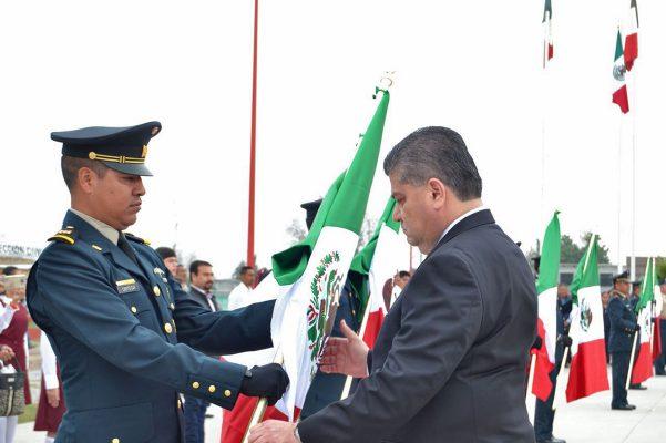 Conmemora Riquelme el Día de la Bandera