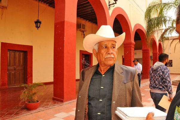 Jesús Martínez Valles, productor de alfalfa y ex comisariado de Villa León Guzmán.