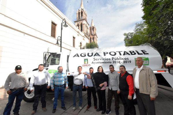 María Luisa entregó un camión a Servicios Públicos
