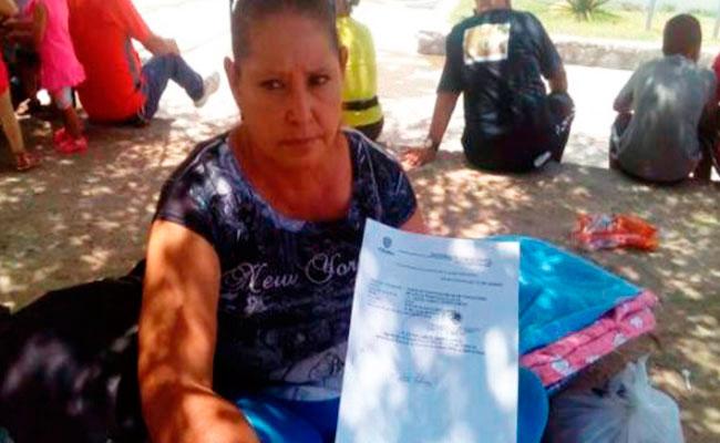 Mujer, en huelga de hambre hasta que le regresen a su perro