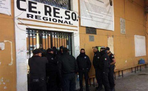 Trasladan a más de 70 reos del penal de Cholula a San Miguel