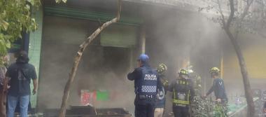 [Videos] Incendio consume local en la Merced; hay 3 muertos