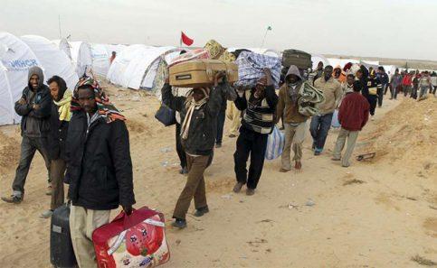 Francia instalará en Libia centros de selección de refugiados