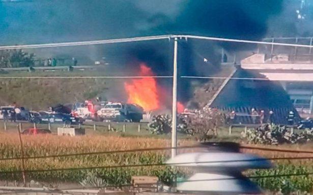 [Video] Se incendia pipa en la México-Tuxpan tras volcarse