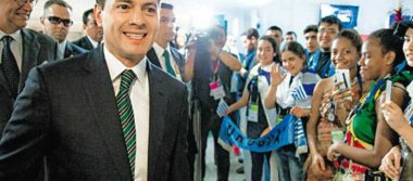 Peña Nieto reconoce talento de jóvenes mexicanos