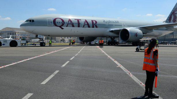 Mujer montó escándalo en pleno vuelo y avión aterriza de emergencia