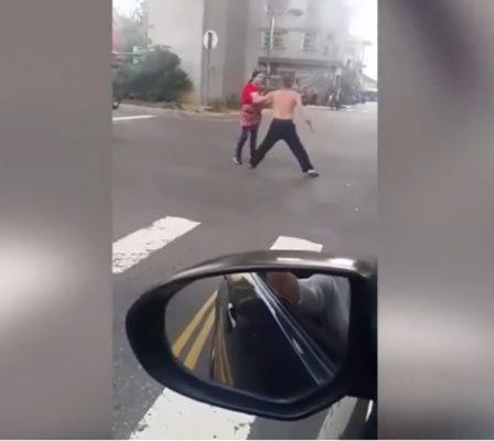 [Video]   Mujer evita que su marido sea cortado con un machete