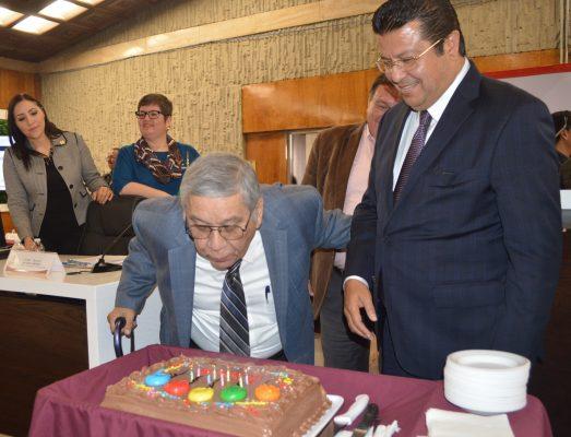 Festejan a Carlos Ponce Torres por un año más de vida