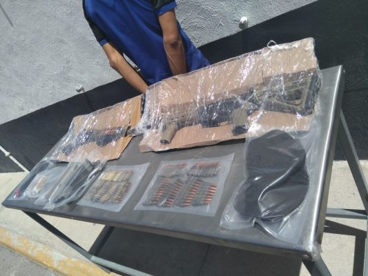 """Arrestan a integrante de los """"Aztecas"""": traía armas y droga"""
