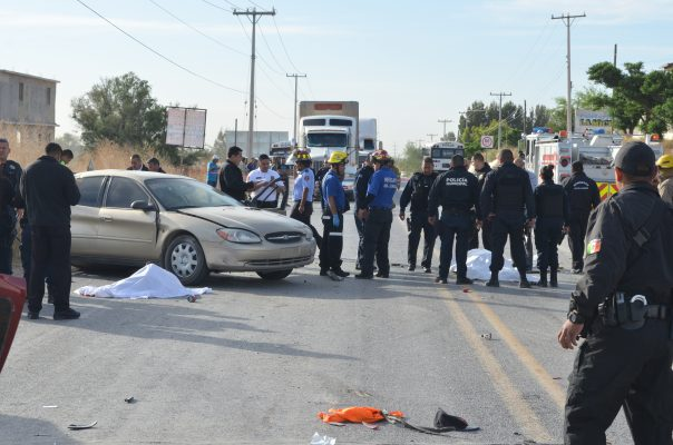 Mueren dos estudiantes de  Cecytech en accidente vial