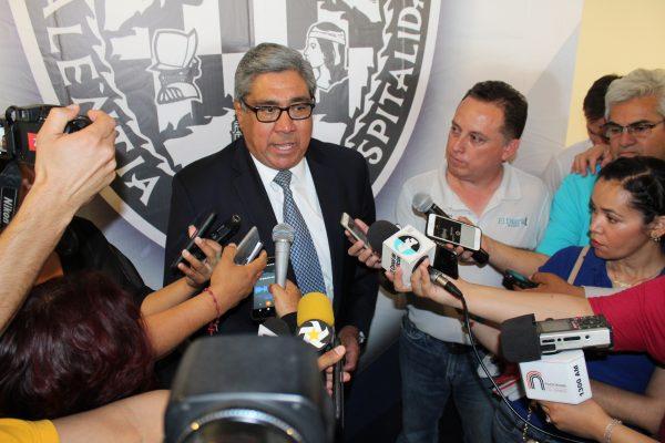 Promete Mario Dena alinear a burócratas