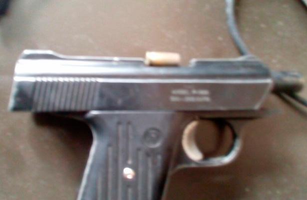 Alumno de telesecundaria dispara a su compañerito y luego se suicida