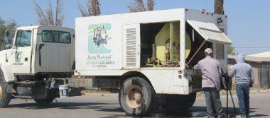 Con lo que puede, JMAS adapta máquina para sanear drenaje