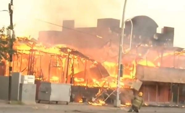 Corto circuito provocó incendio en el Bar Shamrock
