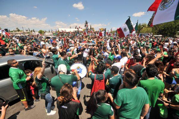 Afición mexicana festaja como ninguna otra en el planeta